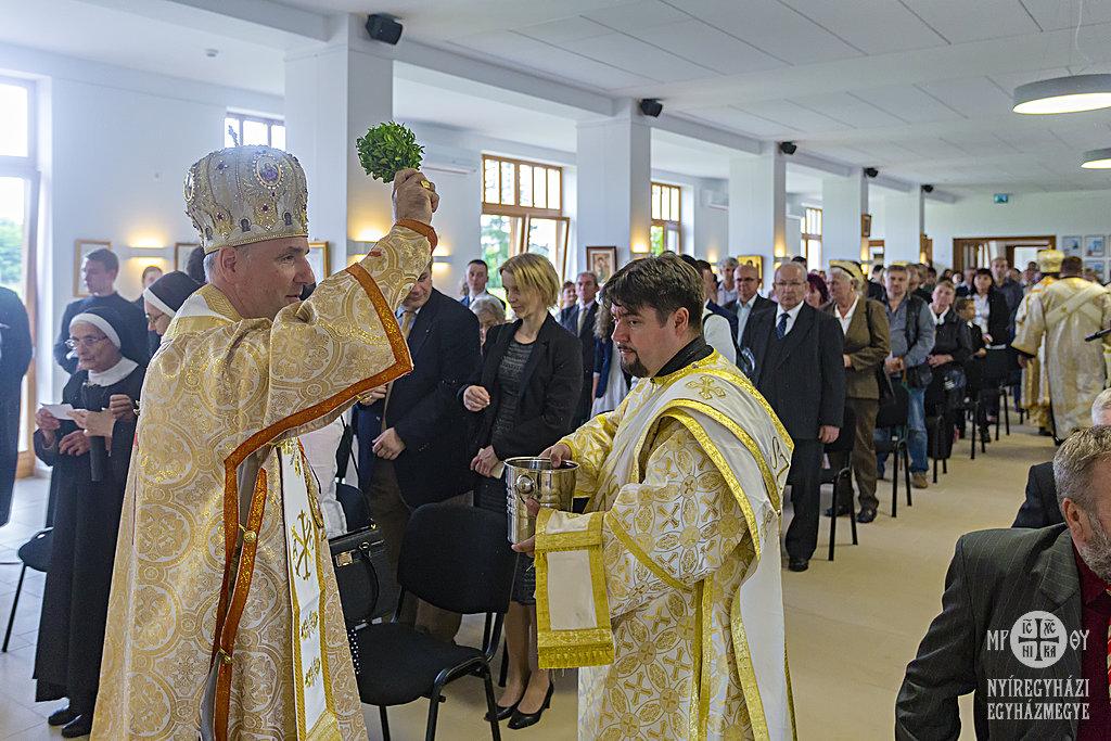 Virgil Bercea nagyváradi görögkatolikus püspök is részt vett a Családvár megáldásán