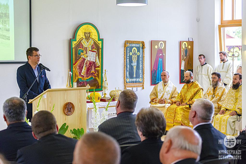 Seszták Miklós görögkatolikus papgyerekként érkezett a Családvár megáldására