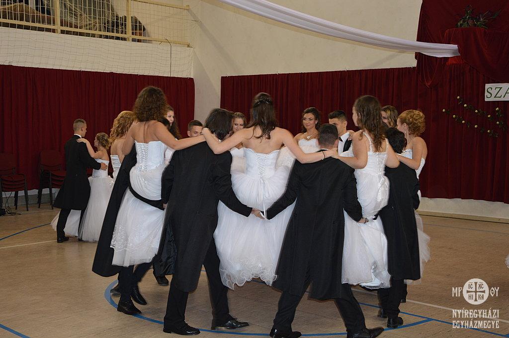 Táncoltak a végzős diákok